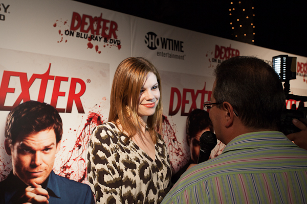 Mariana Klaveno speaking with AlloCiné reporter at the Dexter event