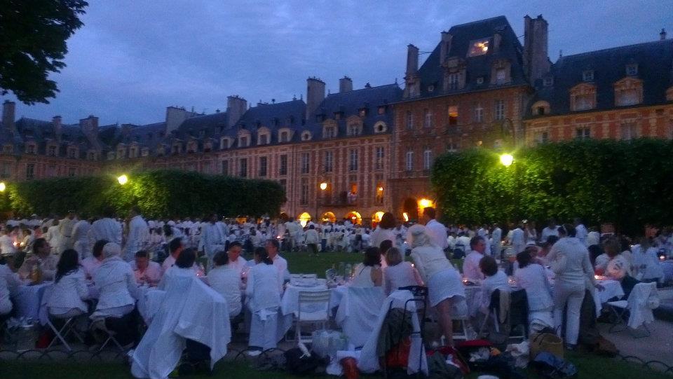 A Passion for Paris - La Mom - Diner Blanc